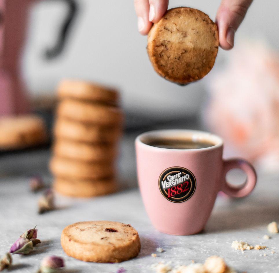 Biscotti sablè aromatizzati alla rosa