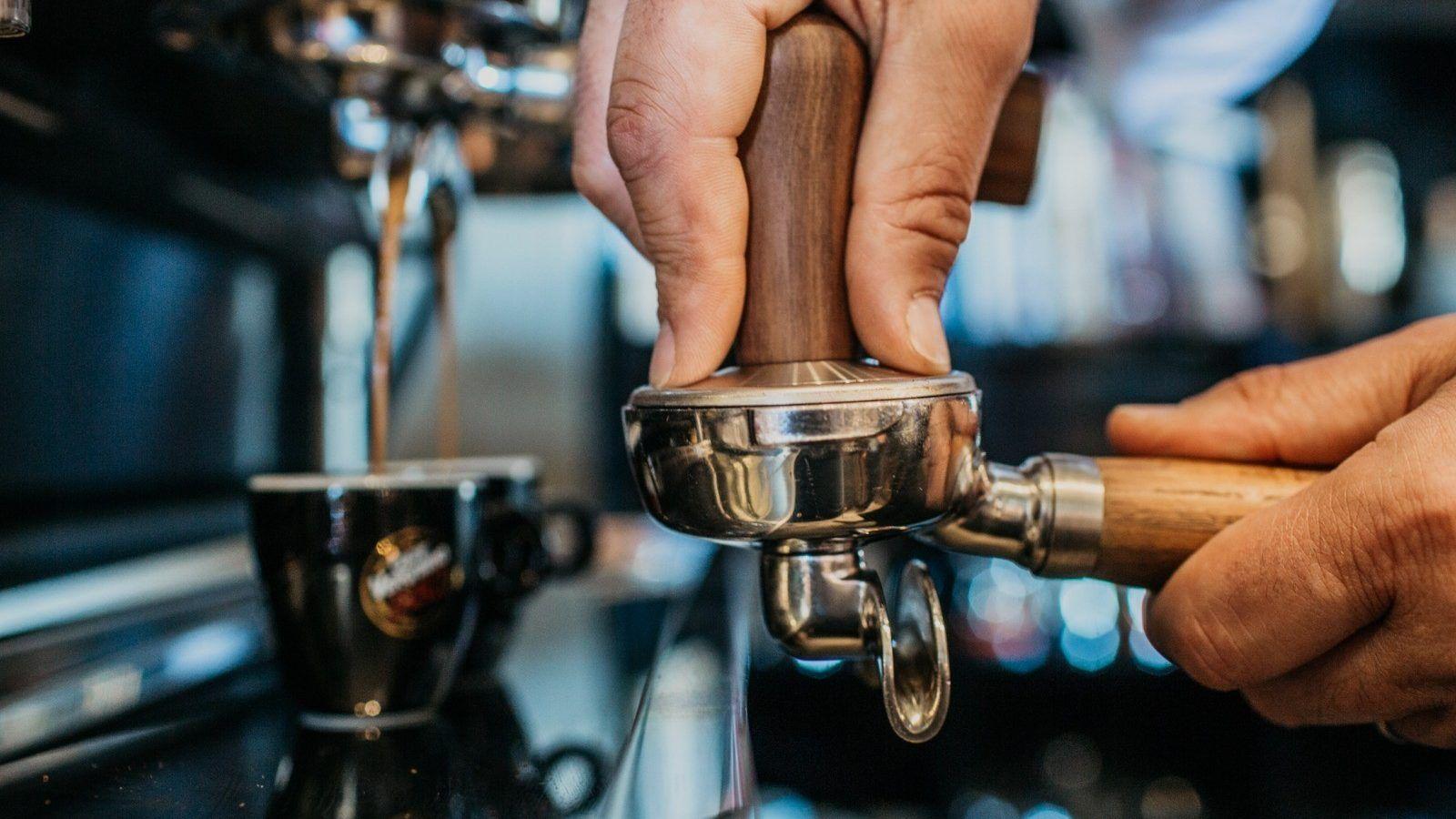 Caffè lungo o corto? Quale contiene più caffeina?