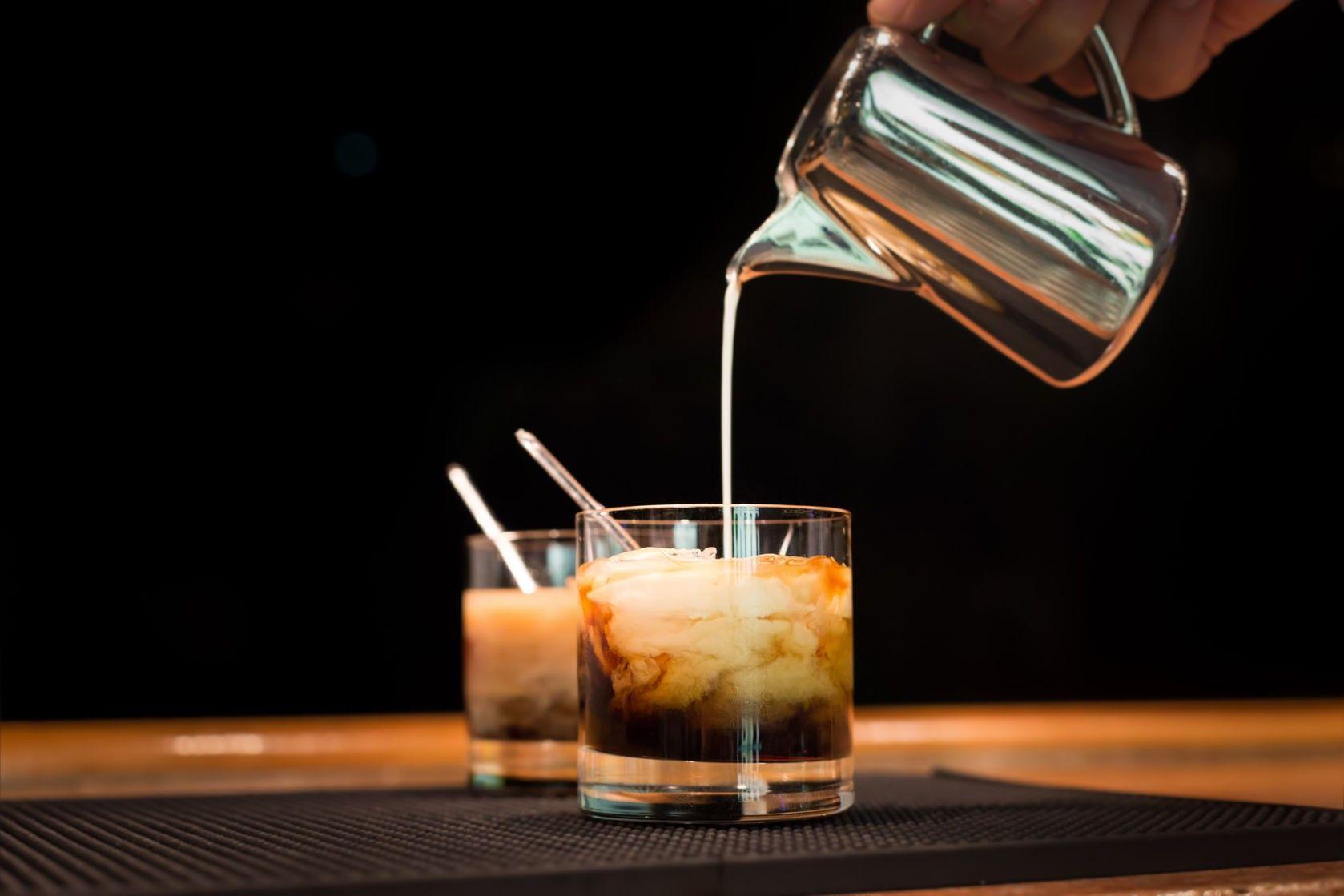Che cosa aggiungere al caffè freddo per trasformarlo nell'aperitivo perfetto dell'estate