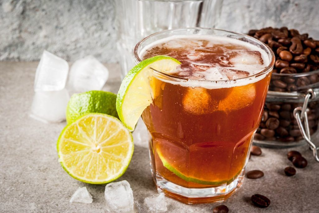 Espresso tonic, tra i cocktail analcolici estivi più amati