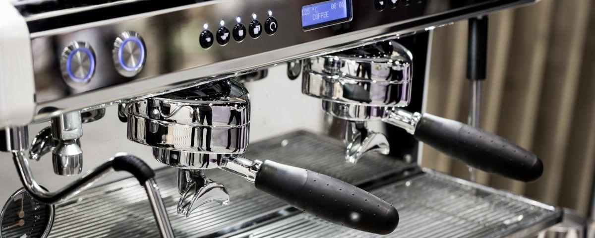 Come pulire al meglio la macchina del caffè del bar