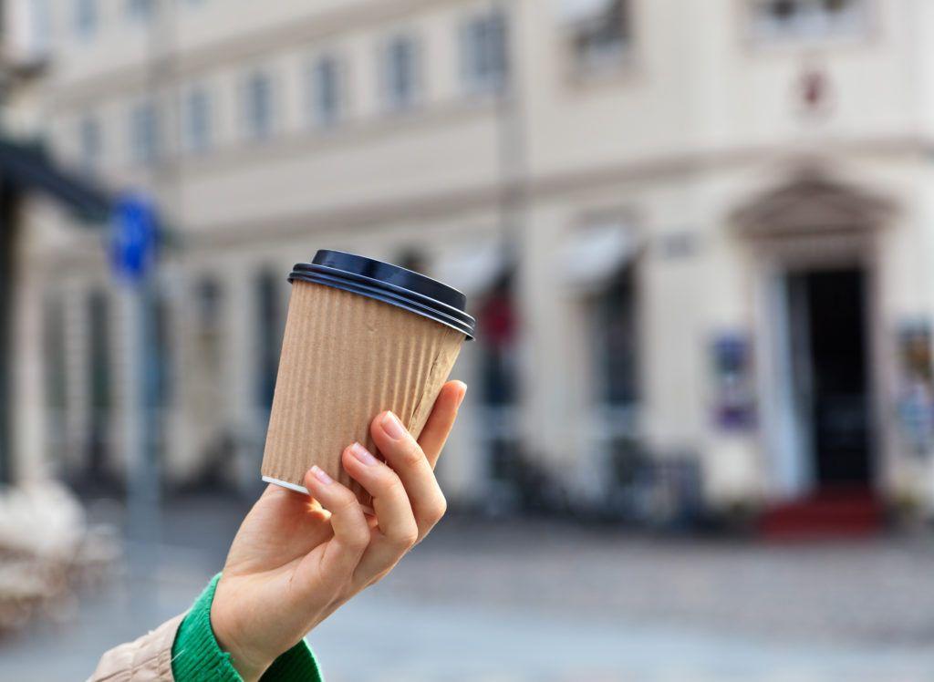 Come riciclare i bicchieri del caffè? Ci pensa RiVending, il progetto che parte da Parma
