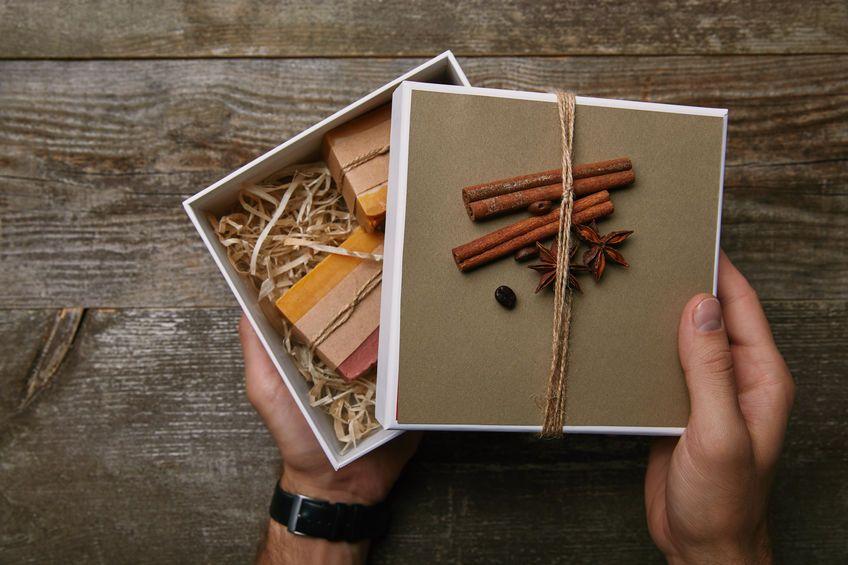 Cosmetici a base di caffè per regali di Natale fai da te: 3 idee simpatiche e originali