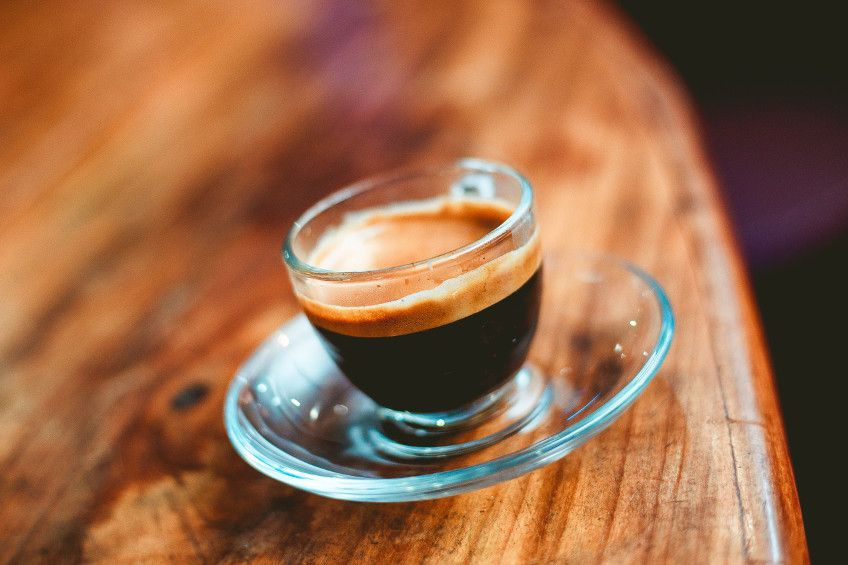 Dalla torrefazione alla tazzina: come riconoscere il vero caffè espresso italiano