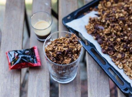 Granola con nocciole e caffè