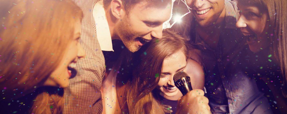 Idee per intrattenere i clienti al bar in estate