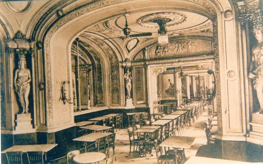 Il Gran Caffè Gambrinus a Napoli, uno dei bar più belli d'Italia