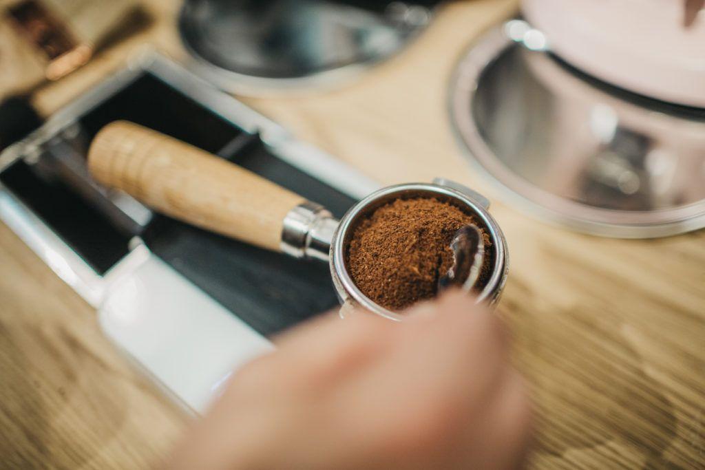 La caffeina brucia i grassi? Le risposte degli studi più recenti