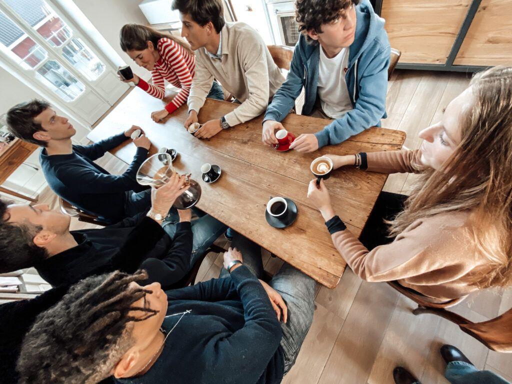 La Generazione Z: qual è il rapporto dei giovanissimi con il bar e il caffè