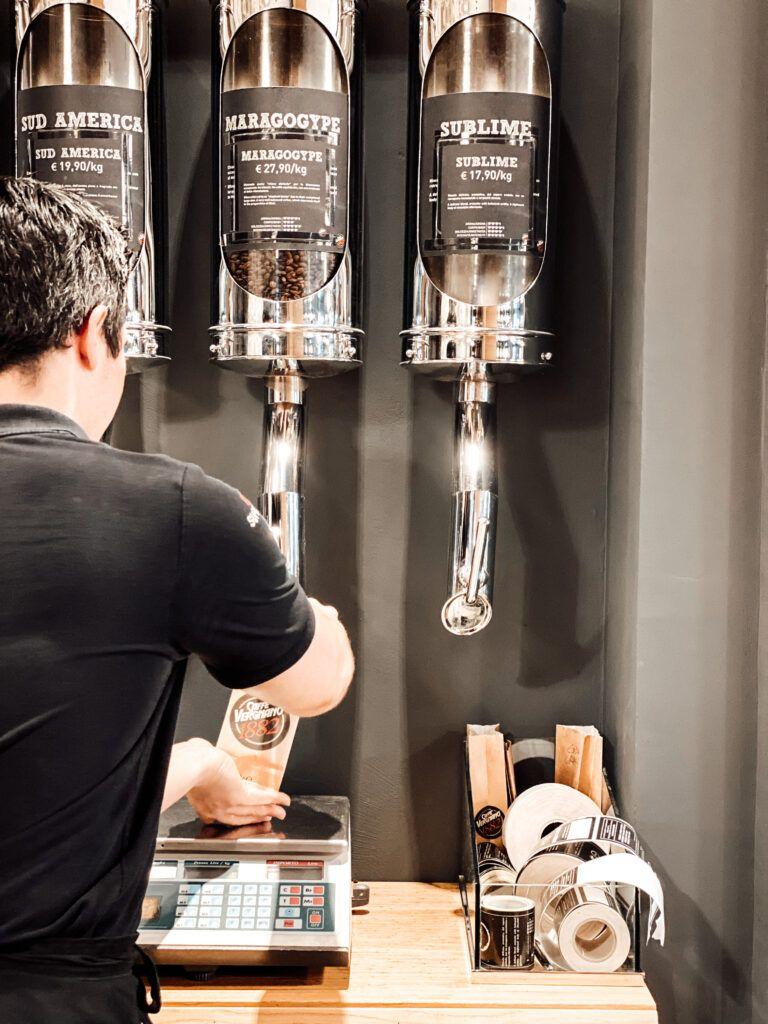 mano del barista