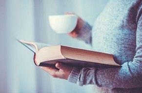 Leggere o non leggere? Buone ragioni per farlo. Con un buon caffè