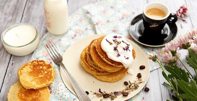 Pancake al farro con yogurt e miele