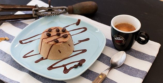 Panna cotta mit Espresso und Kardamom