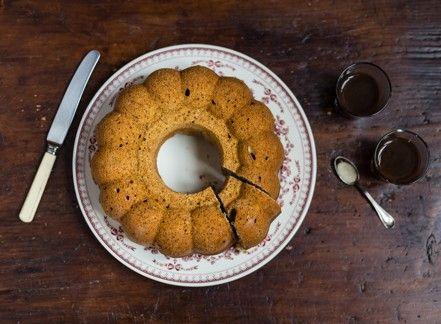 Per chiudere il cenone di Capodanno: ciambellone ricotta, caffè e sambuca