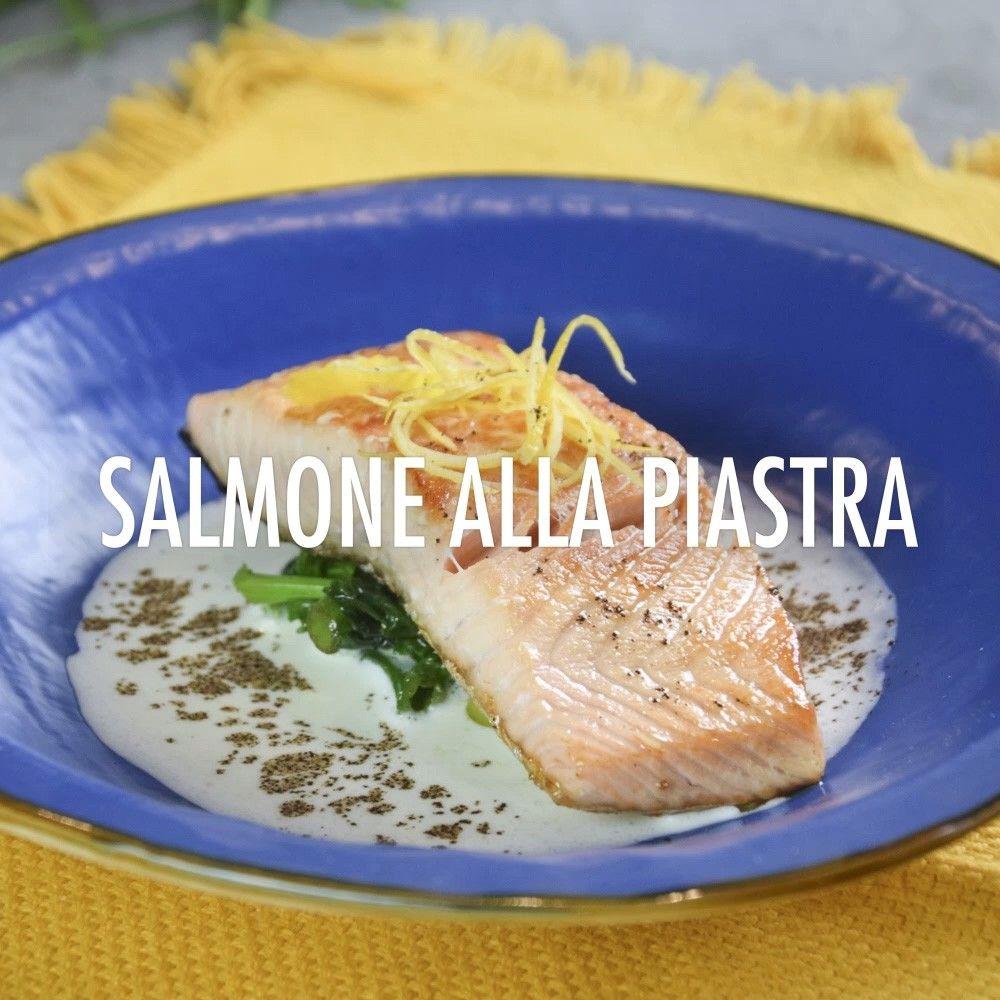 Salmone alla piastra con salsa all'aglio dolce, biete, limone e caffè