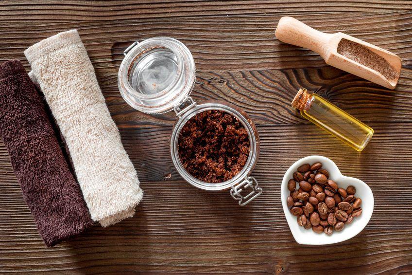 Scrub al caffè contro la cellulite: 3 ricette semplici e veloci