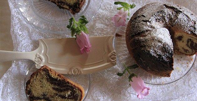 Torta variegata al cioccolato e caffè