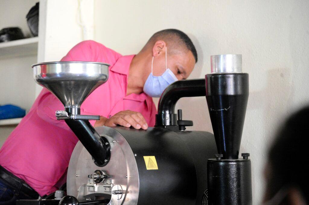 Women in Coffee, la consegna della tostatrice chiude il primo capitolo di un sogno