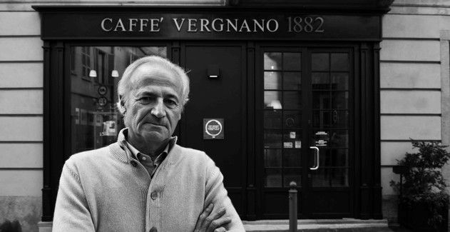 franco vergnano davanti al coffee shop 1882 di chieriok