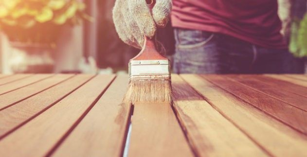 Come tingere il legno